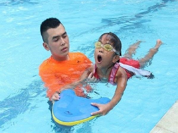 Hướng dẫn cách thở khi bơi đúng kỹ thuật cho người mới học