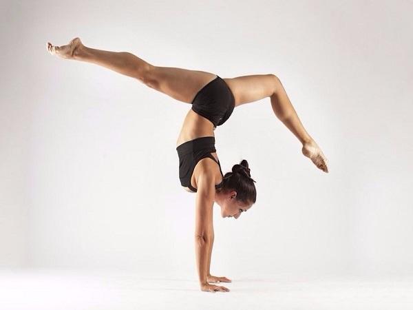Cách giữ thăng bằng trong yoga đơn giản cho người mới